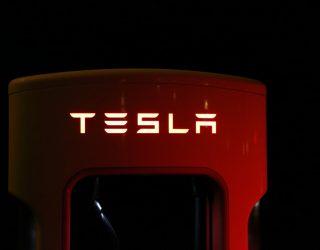 Czy Tesla naprawdę wykupiła firmy z branży samochodów ciężarowych?