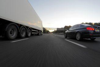 Daimler ma dodać system jazdy bezobsługowej do ciężarówek
