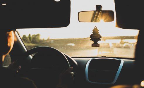 3 przepisy dotyczące prowadzenia pojazdów, o których należy wiedzieć