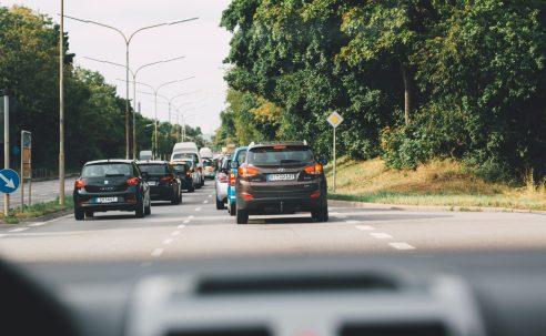 """Ostrzeżenie przed """"dodatkowym ryzykiem"""" w miarę powrotu kierowców na drogę"""