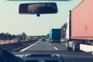 """Kierowca ciężarówki ścigany po """"niechcianym"""" pocałunku w policzek"""