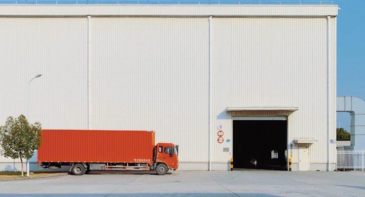 Pandemiczna zamiana pracy: Pracownik Glampsite na kierowcę ciężarówki