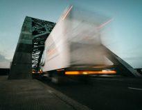 Boom na dostawczaki i ciężarówki w Europie. Polska zrzuca z podium zachodniego giganta